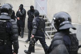 politisti+mascati