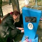 Nepoata Oxana la mormintul nepotului Victoras
