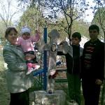 Sora si nepoata la mormintul mamei noastre