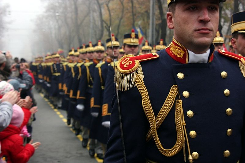 800px-soldiers_on_parade